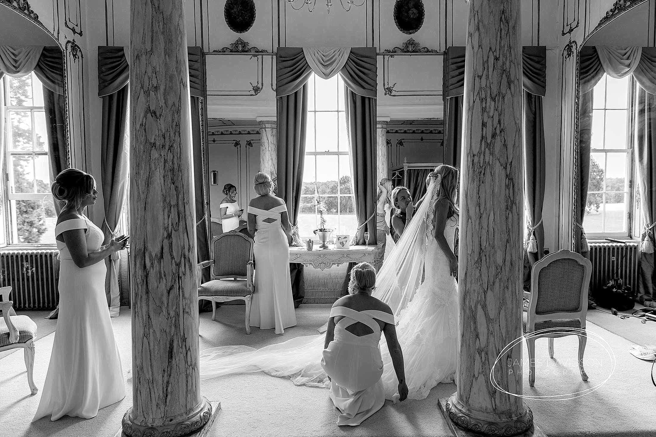 gosfield-hall-wedding-photography-032
