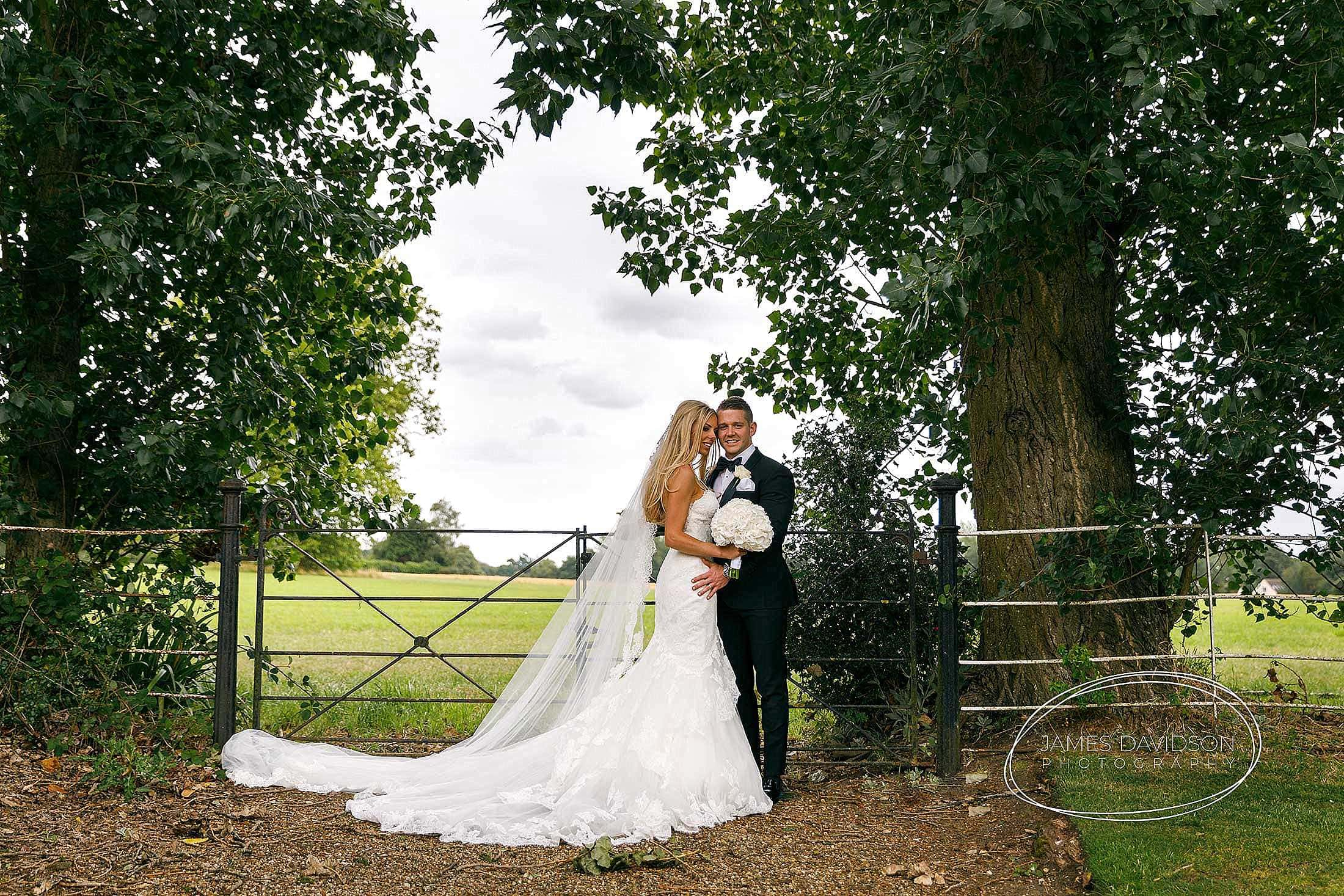 gosfield-hall-wedding-photography-091
