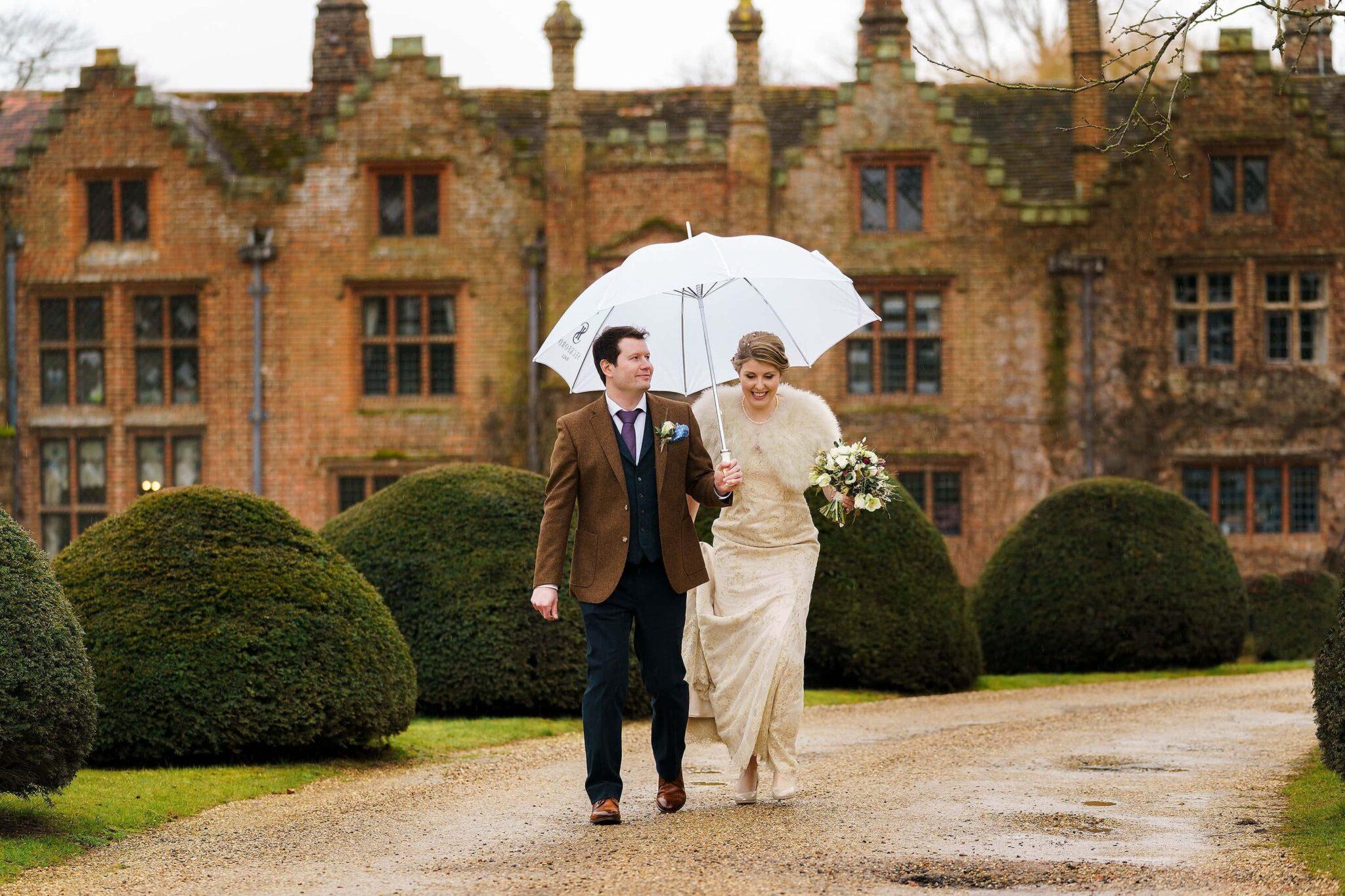 Seckford Hall wedding photos of Sophie & Tom